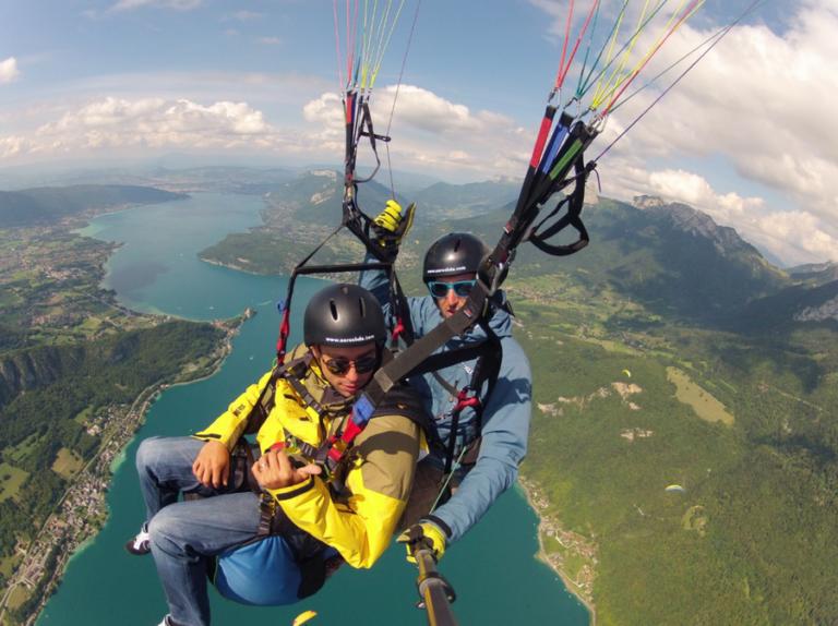 Lac d'Annecy : Entre parapente, wakeboard et stages de survie